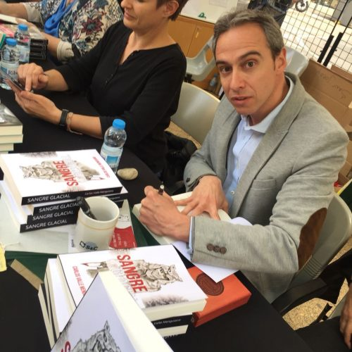 firma libros sant jordi 2018 sangre glacial carlos valle menguiano